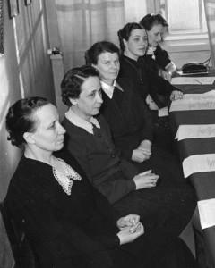 Sylvi-Kyllikki Kilpi Sos.dem Työläisnaisliiton liittotoimikunnan kokouksessa vuonna 1941.