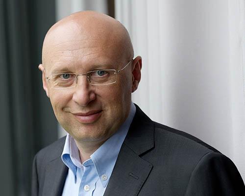 Prof. Dr. Stefan W. Hell Goettingen 16.08.2010 Foto: © Bernd Schuller Tel. 0049-171-1934908 www.bernd-schuller.de