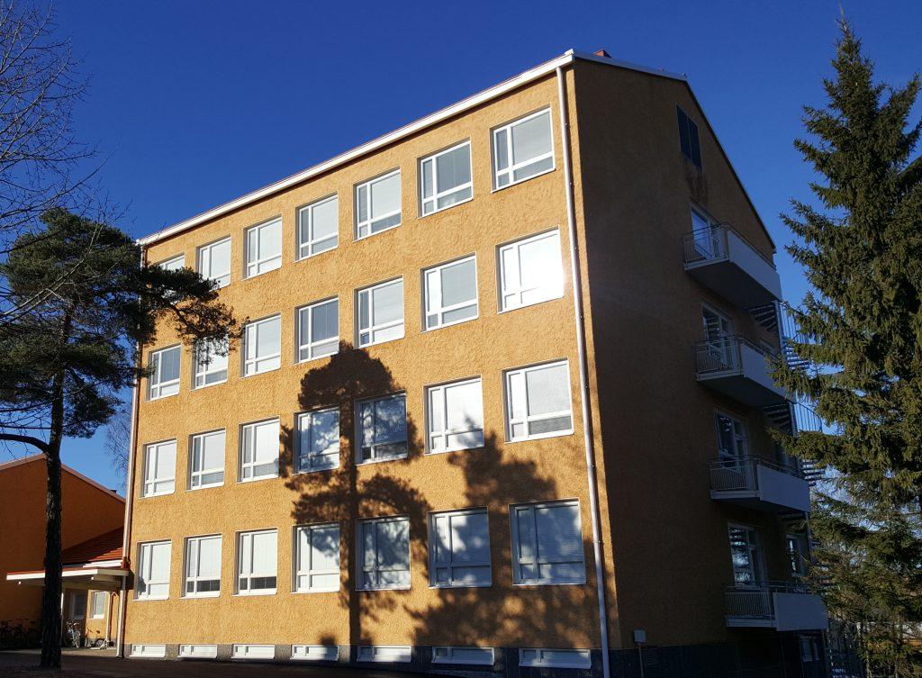 Torni-rakennus Turun yliopiston Rauman kampuksella