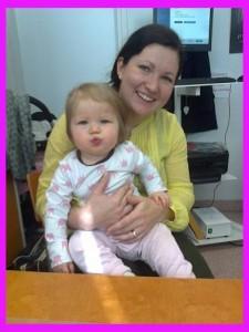 Alma on tutkimuksemme ensimmäinen 1-vuotias osallistuja! Tässä yhdessä Satu-äidin kanssa