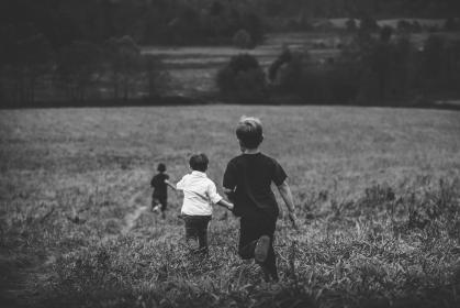 juoksevat lapset