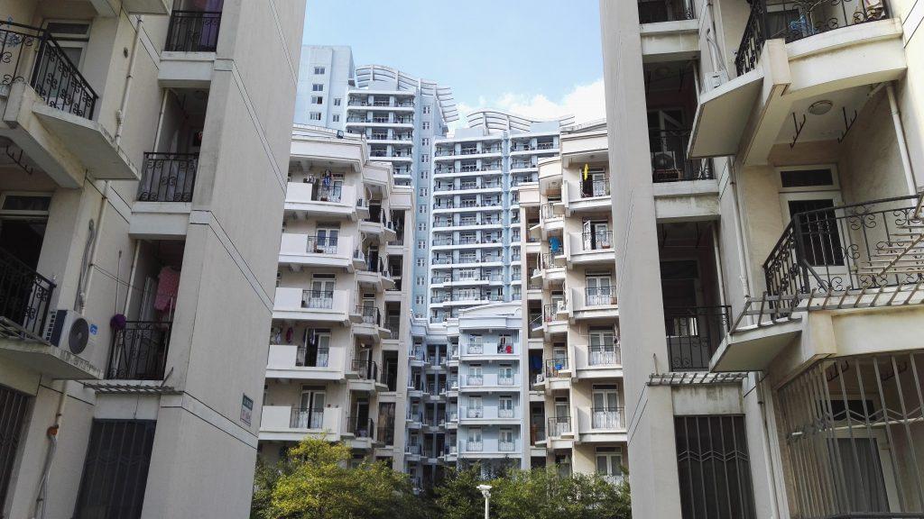 Fudan International Dorm. 23 kerroksinen kompleksi, jossa on yli 700 asuntoa. Majailemme kerroksessa 20, josta on hienot näkymät keskustaan saakka.