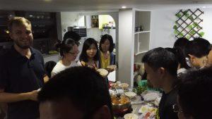 Yhdessä ruoan laittaminen on tärkeä osa iltaa. HotPot, paras tapa siihen