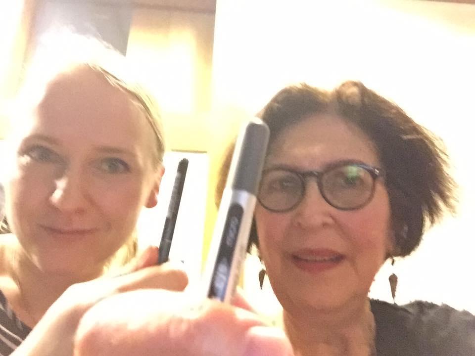 Osallistuimme paikallisen kollegan, Carol Mannin, kanssa #RaiseYourPenForFreedom- Twitter-kampanjaan, jonka Istanbulissa toimiva tutkija mainitsi Skype- puheensa aikana.