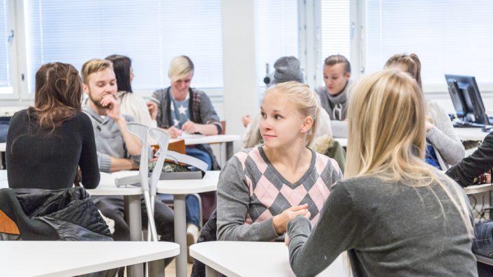 opiskelijoita opetustilanteessa