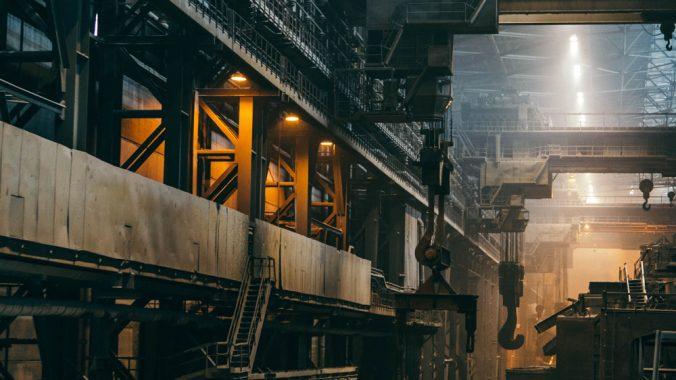 Kuvituskuva tehtaan tuotantolinjasta