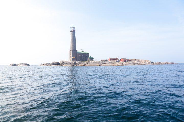 Bengtskärin majakkasaari mereltä kuvattuna.