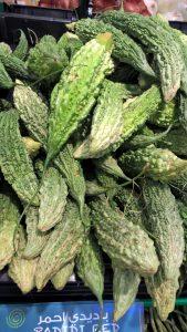 Eksoottisia vihanneksia kaupassa -tai ehkä hedelmiä?
