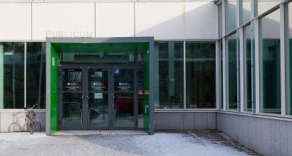 Tiedekunnan Publicum-rakennuksen etuovi